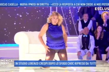 Nadia Rinaldi versione panterona sexy sulle note di Lady Marmalade dopo ipnosi di Giucas Casella – video
