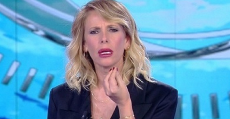 """Alessia Marcuzzi vs. Simona Ventura: """"Non si parla male dei colleghi, non sarei qui dopo 30 anni se usassi il gobbo"""""""