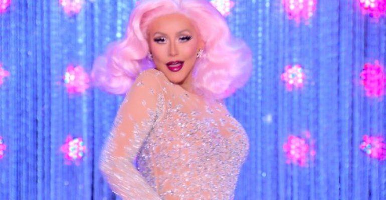 Omofobo scambia Christina Aguilera per una drag: l'epica risposta di Netflix