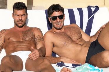 Ricky Martin bono e in costume sui social, la foto