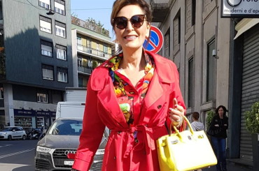 Daniela Santanchè vestita come neanche la più sobria drag queen di Caracas, la foto social