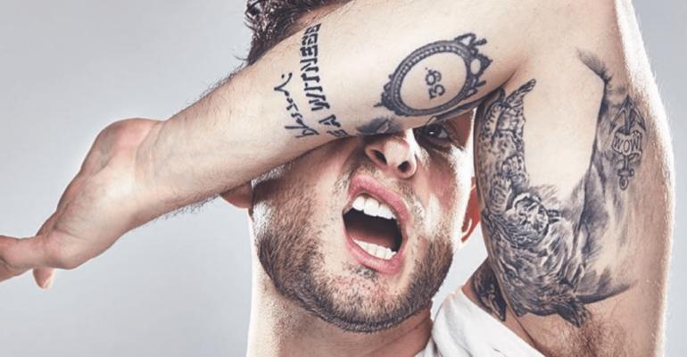 Nico Tortorella, nudo social per il lancio del libro – foto