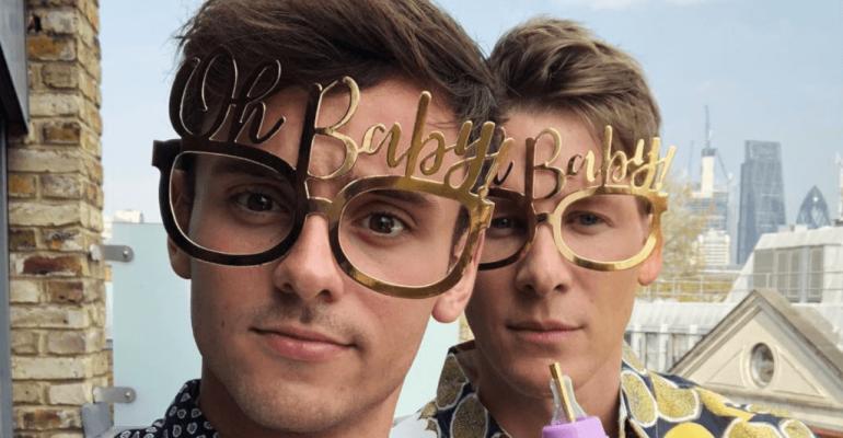 Tom Daley e Dustin Lance Black, è Baby Shower social – le foto