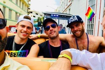 Gus Kenworthy star del Miami Beach Pride, foto e video