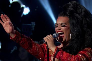 American Idol, la drag Ada Vox incanta i giudici cantando i Radiohead – video