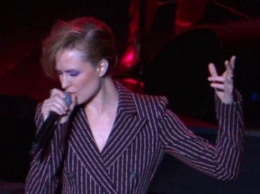 Evan Rachel Wood celebra David Bowie, i video