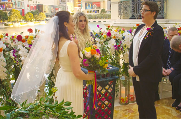 I NEED A WOMAN, KESHA celebra un matrimonio tra due donne nel suo nuovo video