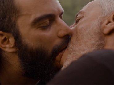 Maometto a Milano, Colapesce e l'amore LGBT ai tempi dell'ISIS – video