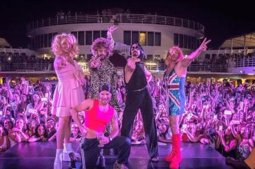 I Backstreet Boys vestiti da Spice Girls, le foto social – sarà tour congiunto?