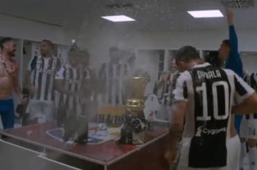 Coppa Italia alla Juventus, la festa negli spogliatoi – foto e video