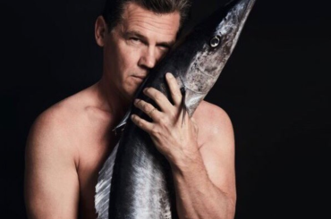 Josh Brolin nudo per la salvaguardia del mare – foto social