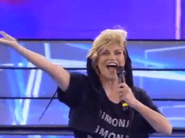 Amici 17 sempre più Lip Sync Battle Poraccio – Simona Ventura diventa Anna Oxa, Elisa è Madonna