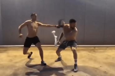 Amici 17, ANDREAS MÜLLER e Gabriele Esposito lottano con le MAGLIETTE – video
