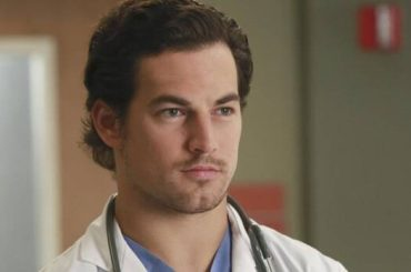 Grey's Anatomy, pacco show per Giacomo Gianniotti – video