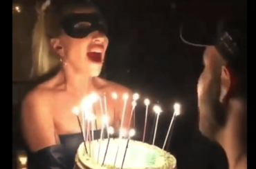 "Lady Gaga ""canta""  Baby One More Time al compleanno del manager – video"