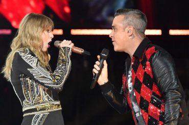 Taylor Swift canta ANGELS con Robbie Williams, il video da Londra