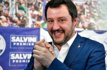 Matteo Salvini mette  subito le cose in chiaro: 'La famiglie avranno un papà e una mamma' – video