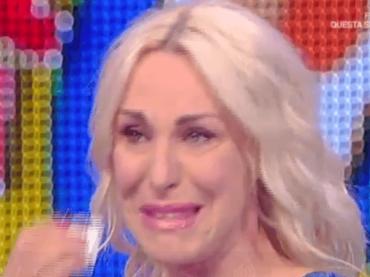 Antonella Clerici in lacrime per l'ultimissima puntata de La Prova del Cuoco – video