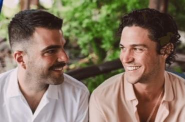 Miles McMillan e Zachary Quinto festeggiano 5 anni d'amore, foto