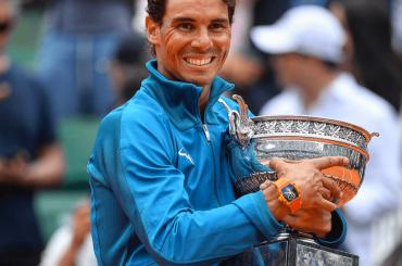 Rafael Nadal, trionfo al Roland Garros con pacco social – foto