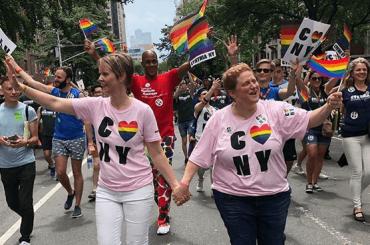 NY Pride 2018, nel corteo anche Lady Gaga e Cynthia Nixon (con moglie)  – foto e video