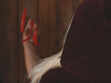 Biancaneve, il live-action con  Elenoire Ferruzzi nei panni della strega – il trailer del corto