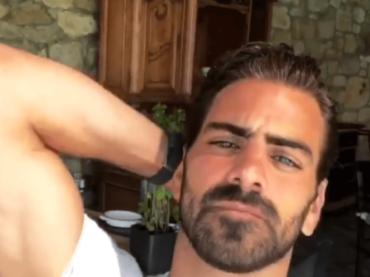Nyle DiMarco nudo per Gay Times e bono da Mykonos, le foto