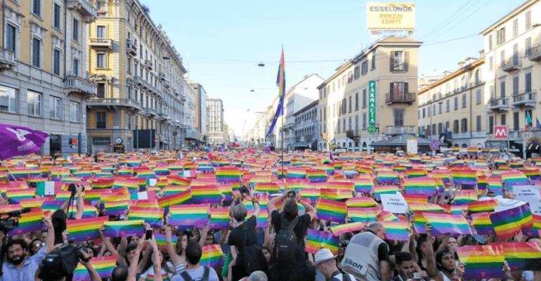 Milano, in 250.000 per un Pride trionfale – Beppe Sala: 'questa è la vostra casa, vi difenderemo' – foto