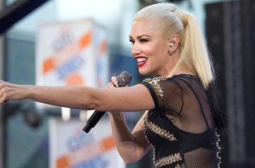 "Gwen Stefani canta ""Umbrella"" di Rihanna – video"