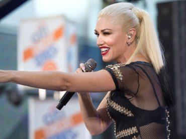 """Gwen Stefani canta """"Umbrella"""" di Rihanna – video"""