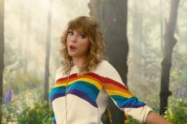 Taylor Swift celebra l'amore LGBT: 'sogno un mondo in cui tutti possano vivere e amare allo stesso modo'