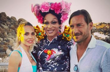 Francesco Totti e Ilary Blasi al Jackie O' di Mykonos – le foto con Priscilla