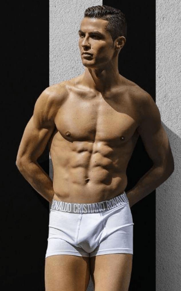 più economico c2eda 8e45e Cristiano Ronaldo in mutande su sfondo bianconero: è pacco ...