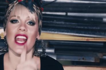 Secrets, il nuovo video di Pink con ammiccamenti gay e lesbici