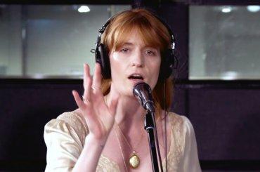 "Florence, cover acustica di ""Silver Spring"" di Fleetwood Mac – audio"