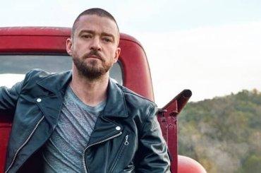 Justin Timberlake ha un pitone tra le cosce, la foto che insinua il dubbio