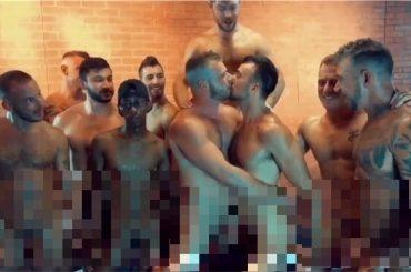 Brian Bonds e Mason Lear, proposta di matrimonio dopo un'orgia per i due pornodivi gay – video