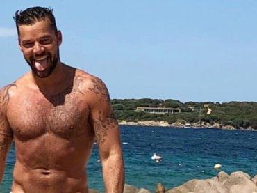 Ricky Martin da urlo in Sardegna, la foto in costume
