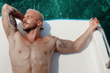 ANDREAS MÜLLER show su Instagram, le foto dalle vacanze