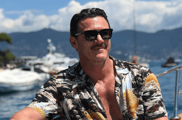 Luke Evans, spettacolari chiappe e pacco da Portofino – le foto