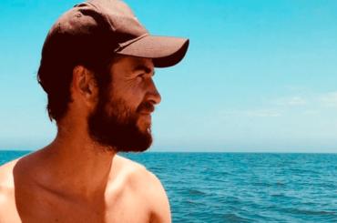 Liam Hemsworth bono Instagram, la foto in costume