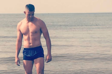 Russell Tovey, nuove foto social in costume