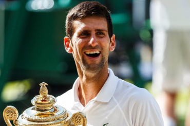 Novak Djokovic corre in costume per Marbella, le foto