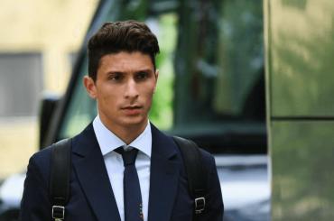 Mattia Caldara, addominali social per il nuovo difensore del Milan – foto