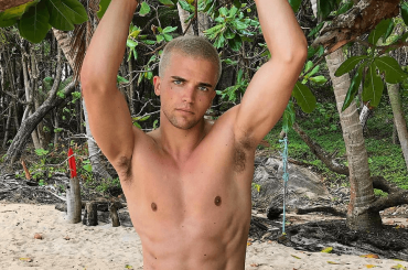 River Viiperi nudo su Instagram, video, gif e foto