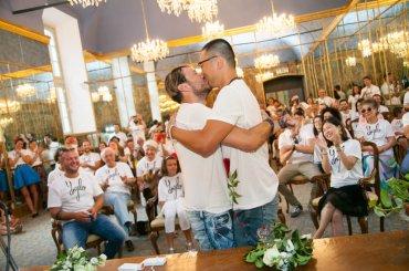 Milano, lo stilista Angelo Cruciani ha sposato l'attore Shi Yang Shi con 3 diverse cerimonie in 3 giorni – foto