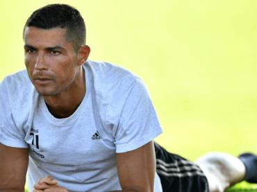 Cristiano Ronaldo, prima foto social in costume da quando è juventino