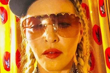 Madonna vola in ECONOMY, passeggeri scioccati
