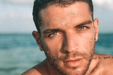 Simone Nolasco, il ballerino di Amici è nudo sui social – le foto