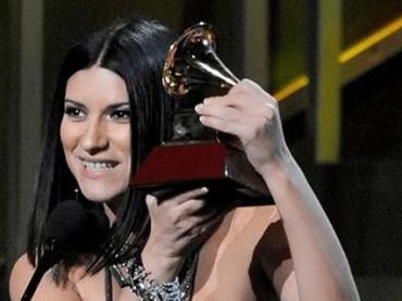 Laura Pausini se la scoatta dopo le 2 nomination ai Grammy latini: 'ho fatto un disco della madonna, dedicato a chi mi dà contro'